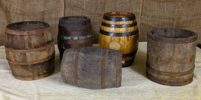 Four old small barrels + cereal container - Catawiki