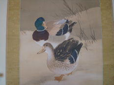 "Hanging scroll with a pair of ducks by Emori Tenju 江森天寿 (1887-1925) - signed and sealed - ""Wild ducks in snow"" - Japan - ca. 1910-20s"