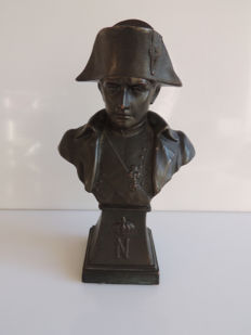France; Bronze bust of Napoleon - Brown patina -  Circa 1930