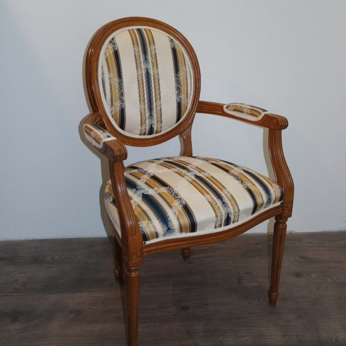 Armchair in solid beechwood, in Louis XVI style - France, 20th century + a pair of framed paintings, Italy