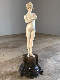 Paul Philippe (1870-1930) - Ivory sculpture of a naked woman