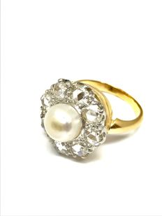 Vintage cocktail ring in 18 kt gold, with rose  diamonds (9 x 0.12 ct) and central fine pearl measuring 8.6 mm, size: 53, free of charge resizing.