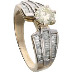 14 kt - Yellow gold shoulder ring set with a round brilliant cut diamond of 0.72 ct and 58 baguette cut diamonds of 0.58 ct in total. in a white gold setting - Ring size: 16.75 mm