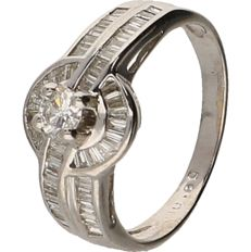 18 kt White gold ring riset with brilliant and baguette cut diamonds of approx. 0.72 ct in total - ring size: 18.25 mm