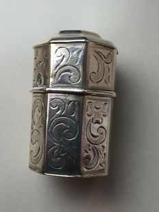 Antique silver sniff box J. Schijfsma in Sneek/Woudsend, 1871, The Netherlands