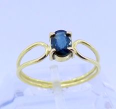18 kt kt yellow gold cocktail ring with sapphire of 0.60 ct - Inner measurement: 17 mm