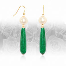 Pair of 14kt/585 gold earrings with Jade and Pearls – Length 5.5 cm