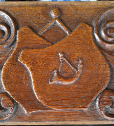 Oak top partition of an 18th century cabinet (a frieze) with coat of arms of Hoorn