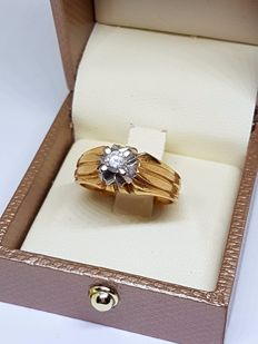 Bicolour 18 kt gold ring, 8 g, with a brilliant cut diamond totalling 0.20 ct - size 18 (Spain)