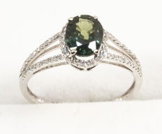 White golden ring with white diamonds and IGI certified natural Australian Sapphire 1,43 ct. Size 18. Total 1,915 g.