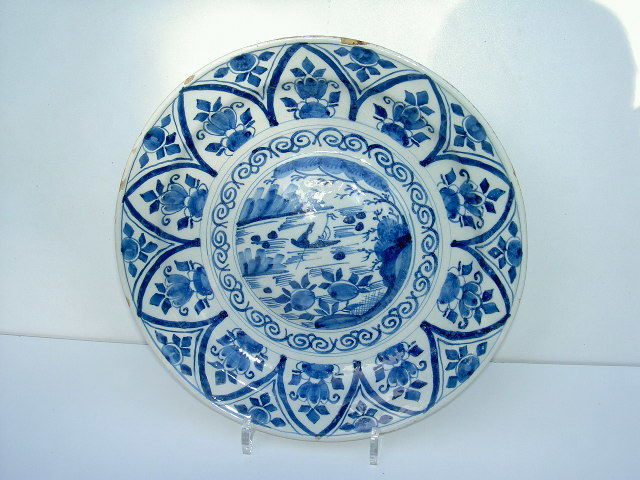 Gorgeous large pleated plate - Delft - Middle of the 18th century