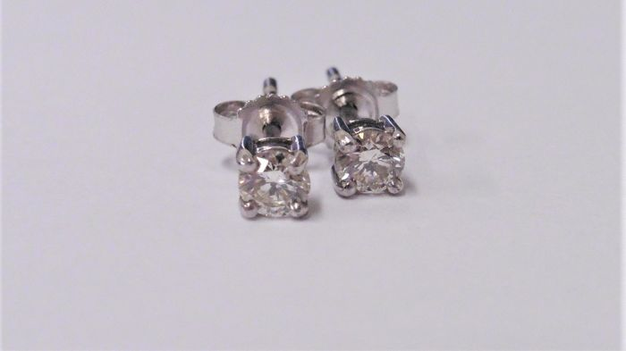 1.02ct  pair of Solitaire diamond earrings - vs quality h colour, platinum set 1.70gms, 4 claw setting