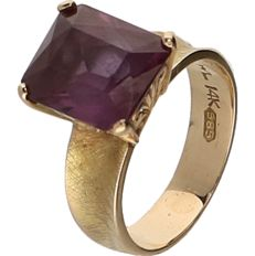 14 kt Yellow gold ring set with an amethyst. - ring size: 15.25 mm