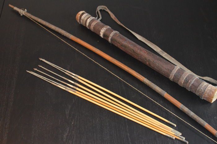 Old African wood bow with 6 arrows, and leather quiver with slip lid 18th century
