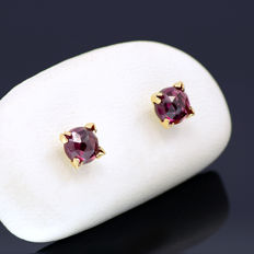 14k/575 yellow gold earrings with two rhodolites - Total gemstones weight 1.32 ct.