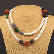 18k / 750 yellow gold necklace with baroque cultured pearls and assorted gemstones. - Length: 90 cm.