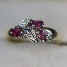 14kt. Yellow gold ring with very transparant natural Ruby's and brilliant cut diamonds.