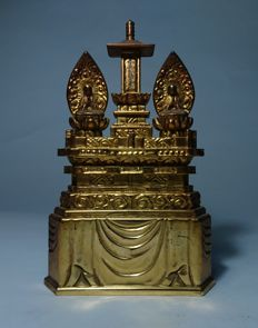 Nicheren Buddha Altar with Caligraphy - Wood and Gold Gilt -Japan- second half 20th century
