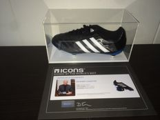 Sir Bobby Charlton (Man United and England Legend) - Signed Boot in new Display Case + COA and Photoproof ICONS!