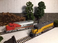 Athearn H0 - 82011/3001 - Diesellokomotive - GP 30 en F7A dummy - Santa Fe, Union Pacific Railroad