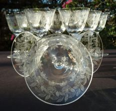 Baccarat, Antique set of 12 pieces in light, cut and chiselled crystal