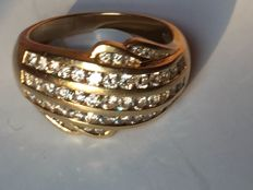 Bandeau ring in 18 kt gold with 1.12 ct diamonds in pavé