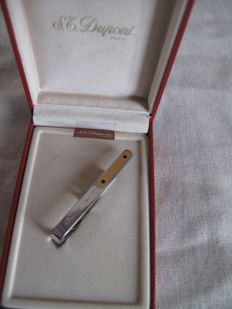 Very nice S.T. Dupont tie clip in its original box (Signed)