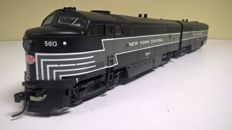 "Lifelike H0 - Proto 1000 series 23987/30004(=30053)- C-Liner locomotive & powered ""B"" Unit van NYC"