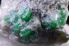 Natural Green Emerald Specimen - Swat Pakistan - 70 x 43 x 36 mm - 113g