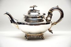 An early Victorian silver tea pot - John and Henry Lias (IL.HL) - London - 1840