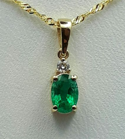 14 Ct White Gold Chain and Sapphire Pendant With Diamond, Emerald :0.50ct, Diamond 0.03Ct, Chain 45cm , pendant :1.5cm,Total Weight 1.60g