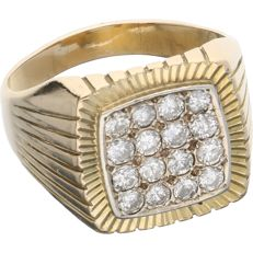 14 kt Yellow-gold ring, set with diamonds of 0.80 ct in total In a white gold setting.