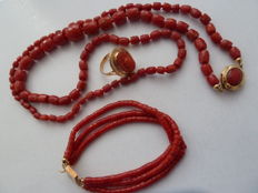 Extraordinary ancient Sardinian coral set: necklace, ring and bracelet