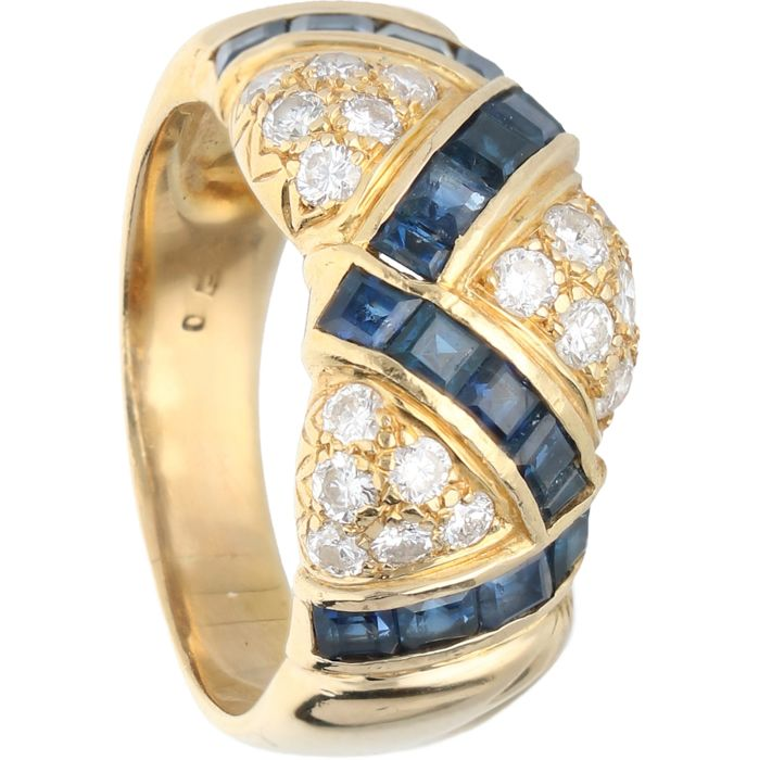 18 kt - Yellow gold ring set with sapphire and 18 brilliant cut diamonds of approx. 0.54 ct in total - Ring size: 18.25 mm