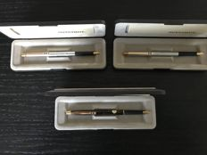 Papermate 2 steel fountain pens with gold-coloured mounting. Fountain pen brown lacquer with gold-coloured mounting. Never used.
