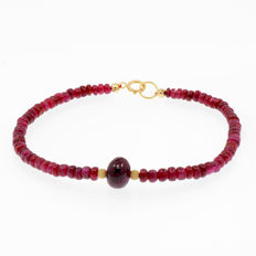 18k/750 yellow gold bracelet with rubies - Length, 20 cm.