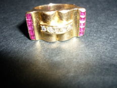 Old signet ring Tank in gold set with diamonds and rubies.