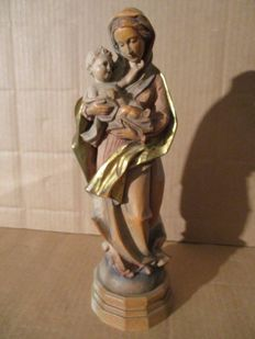 Carved wooden sculpture of the Madonna and child, with gilding