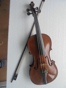 Very old violin, violin with original wooden violin case and bow from circa 1800, presumably made by J. Voigt in Markneukirchen, Germany