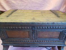 Oak blanket chest with panels in the front and wrought-iron hinges - 18/19th century