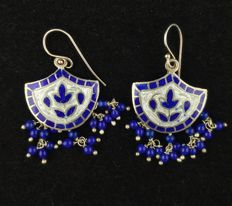 Earrings in high-grade silver and coloured enamel - Rajasthan (north west India), late 20th century