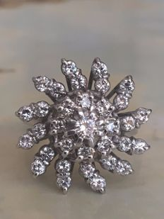 14 kt white gold entourage ring with diamonds - approx. 1.50 ct G/VS