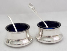 Pair Of Silver Salt Pots With Blue Glass Liner & Spoons, Deakin & Francis, Birmingham England c 1910