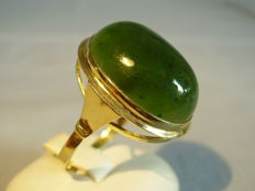 14 kt gold ring with large, natural, Russian jade/nephrite cabochon of 16 ct. Made around 1940
