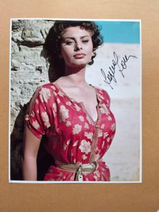 Sophia Loren original hand signed photo with Certificate Of Authenticity (COA)