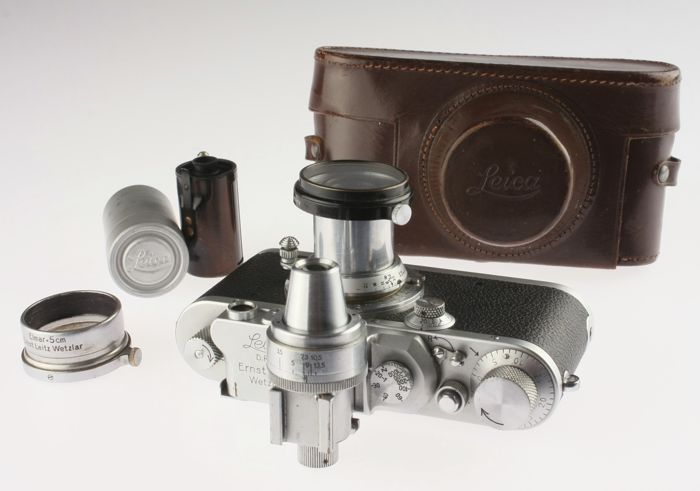 Leica IIIa with Elmar 3.5 / 5 cm and accessories