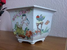 Handmade flowerpot - China -   20th century