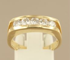 14 kt yellow gold ring set with 5 brilliant cut diamonds, approx. 0.75 carat in total, ring size 18.25 (57)