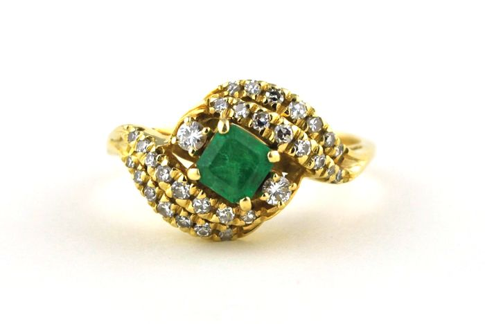 Exclusive 18k Gold Ring with Square cut Emerald & 32 Diamonds (total +/- 0.40 CT) - E.U Size 60*Re-sizable - ***Low Reserve!***