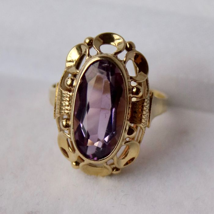 Yellow Gold ring 585/14kt. about 60x with an oval faceted Amethyst approx. 5.6ct. of a good quality in vintage solid frame in excellent state.
